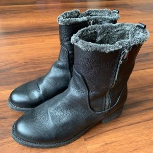 EUC Steve Madden Cozy Leather Winter Booties